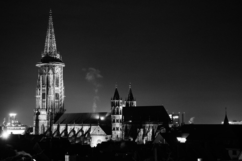 Ansichtstkarte  Freiburger Münster bei Nacht Motiv